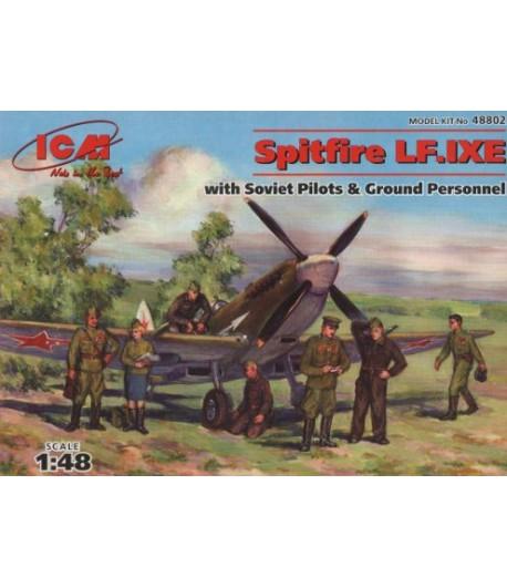 Самолет Спитфайр LF.IXE с советскими пилотами и техниками ICM 48802