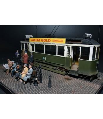 Европейский трамвай с экипажем и пассажирами MINIART 38009