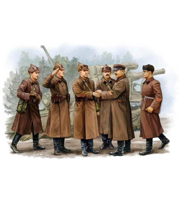 Soviet Artillery – Commander Inspection TRUMPETER 00428