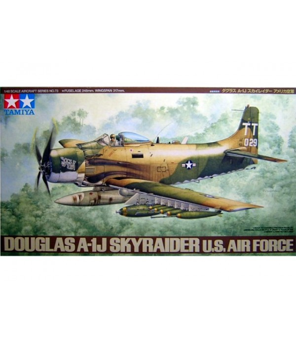Douglas A-1J Skyraider US Air Force TAMIYA 61073