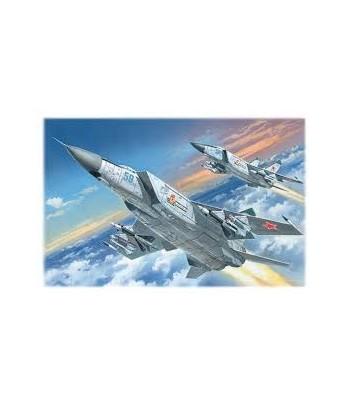 Советский тяжелый перехватчик МиГ-25 ПД, самолет ICM 72171