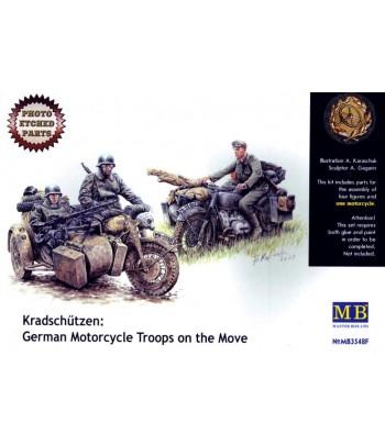 Фигуры Немецкие мотоциклисты на марше 1/35 MASTERBOX 3548