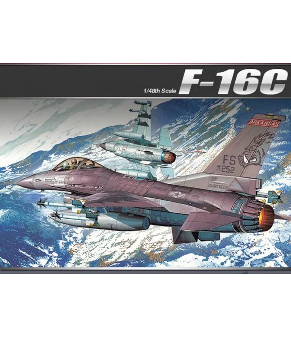 """Многоцелевой истребитель F-16CFightingFalcon """"FlyingRazorbacks""""ACADEMY12204"""